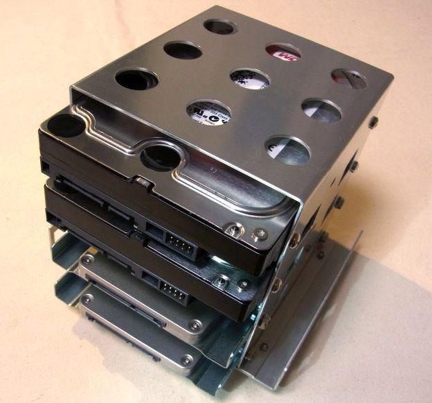 WD Red 3TB 2貫とIntel SSD335 240GB 2枚