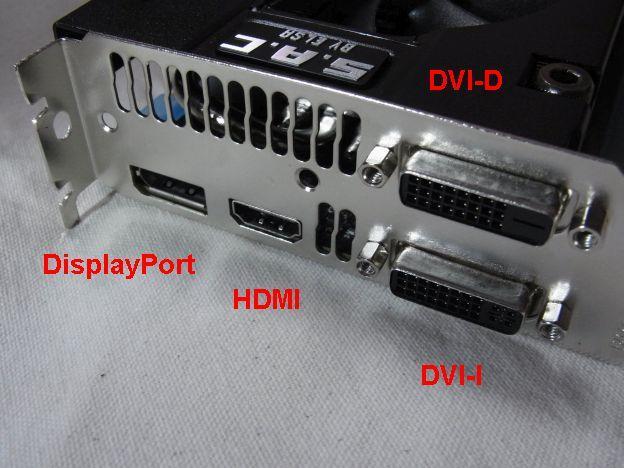 デュアルリンクのDVI-IとDVI-D、HDMIにDisplayPortという4系統出力。