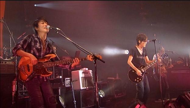 坂本竜太(手前)、田中義人(奥)とバンドも若返った