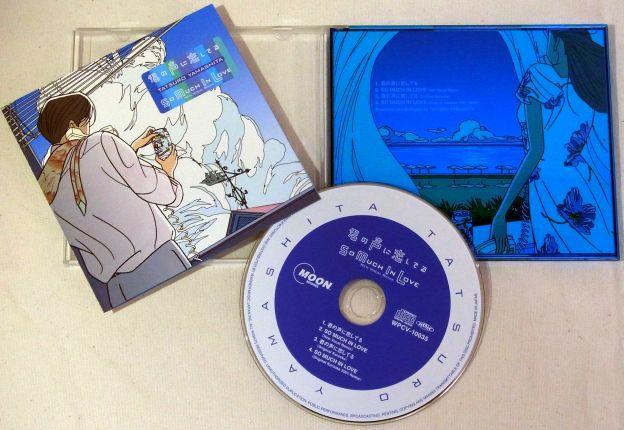 ケースの半分(CDを収める側)が青い特装ケース(そういえば開き方も逆だな)
