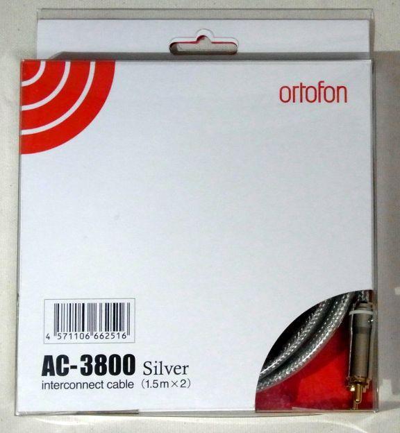 前作のAC-3600SILVERに比べるとパッケージも高級っぽい