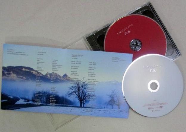 五輪関係の曲だからか、ディスクは赤(CD)と白(DVD)を使った日本国旗を想像させるモノ