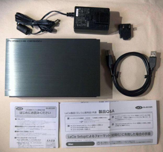 中身的には本体+ACアダプタ系+USB3.0ケーブル+説明書