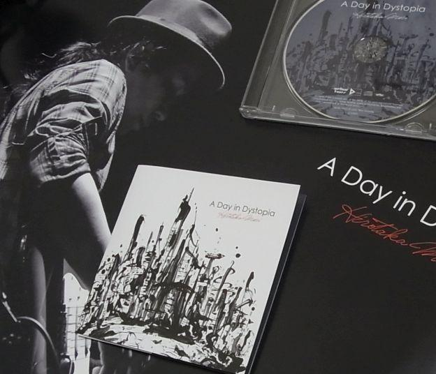 インディーズ盤ながら、タカハシアキラ撮影、Shun Sudoデザインのポスターが付く