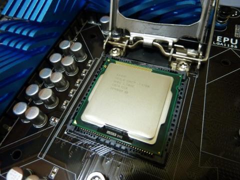 Intel Core i7 2700Kを装着!