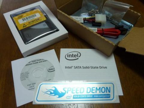 Intel SSD 320 120GBのパッケージ内容