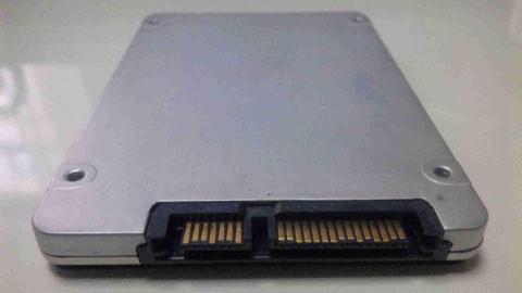 「Intel SSD 320」600GB外見5