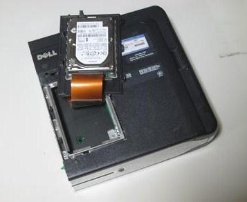 2.5インチHDD内蔵で小型化