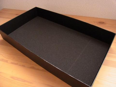 内箱の内側にもスポンジが貼ってあり本体保護がされていました。
