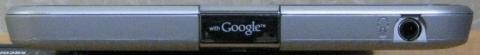 上面は、Google のロゴとヘッドホンジャックが付いています。