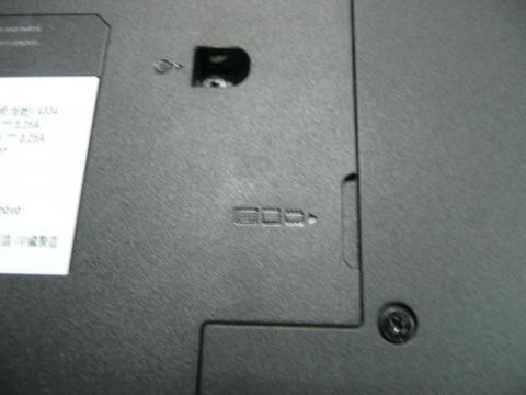 中央にメモリ、HDD等の刻印がある