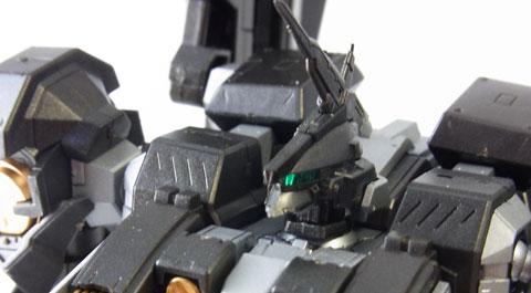 ヘッドセンサーはクリアグリーンのパーツなので光っているように見せる事も可能