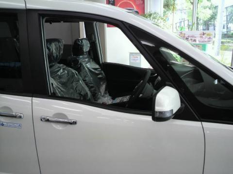セレナ 運転席