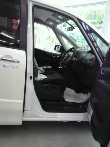 セレナ 運転席 シート