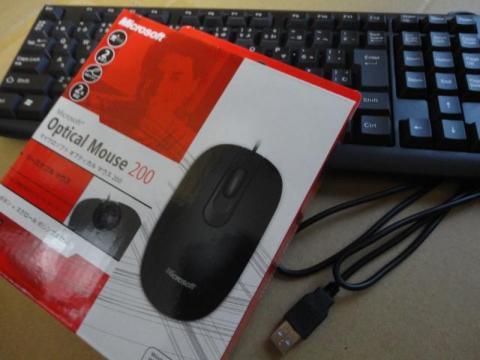 付属していたキーボードとマウスです