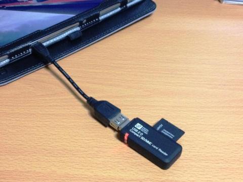 8GB以上のUSBメモリかSDカードを用意します