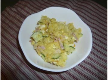 じゃが芋、りんご、玉子、きゅうり、ハム、牛乳少々使ったポテトサラダ