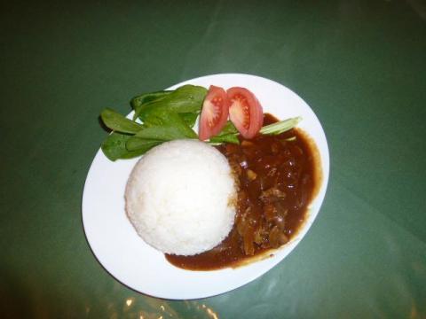 玉ねぎ トマト しめじ マッシュルーム(牛肉)でハヤシライス!付け合わせにほうれん草 小松菜 トマト