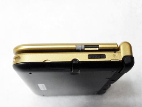 3Dボリューム、無線スイッチ、SDカードスロット