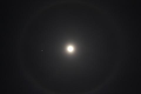 月のハロー