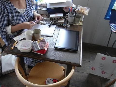 雑貨屋さんでの商談テーブル