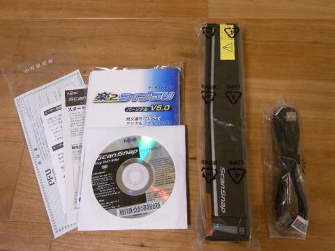 内容物:本体、USBケーブル、DVD-ROM2枚、説明書、保証書