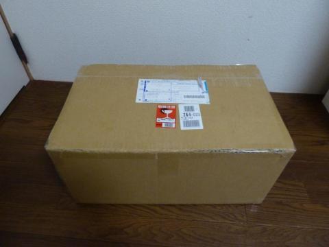 大きな箱に入ってやってきました!