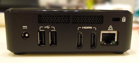 USBは前に1つ、後ろに2つ