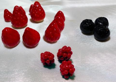 樹脂粘土でフルーツを制作しました。初めて作ったよ!