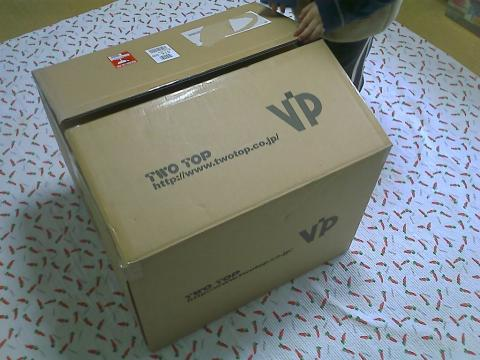 大きな箱に子供達も興味津々!