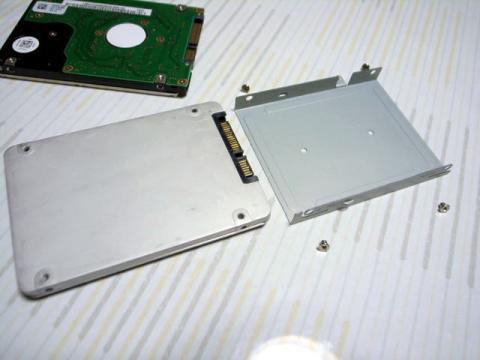 SSDにマウンタ取り付け