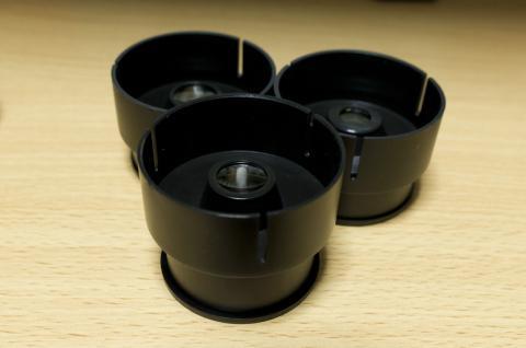 25mmレンズの先端に被せる形なので裏面はこのようになっている。レンズの付いたレンズキャップですねw