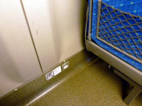 N700は、各座席にコンセントを完備する