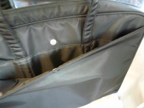 内側にもポケットがある