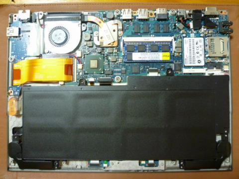 メモリースロットの2GBを4GBに換装