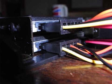 接続部がストレート型の電源延長ケーブル