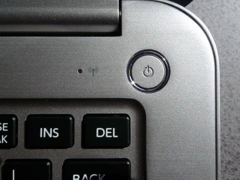 電源ボタン一つとっても美しさが際立つ