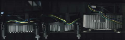 左からCore i3 530/i7 870S用、Core i7 870用、Core 2 Quad Q6600用となる。i7 870と870S用のヒートシンクファンでは厚みは同じだが、870用ではCPU接触部が銅柱になっている。