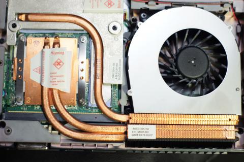 CPU同様の冷却に加え、更にビデオメモリー用にアルミのヒートスプレッダも搭載