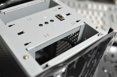 HDD取り付けスロットから見た内部