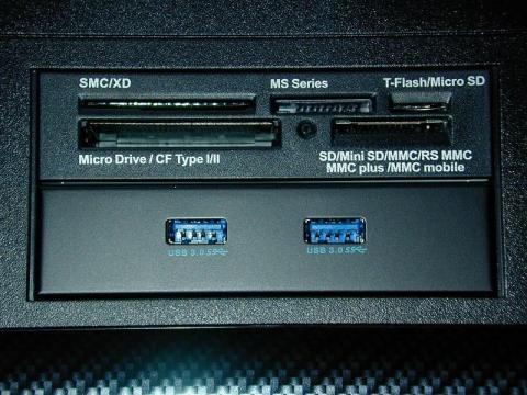 カードリーダーと前面USB3.0ポート