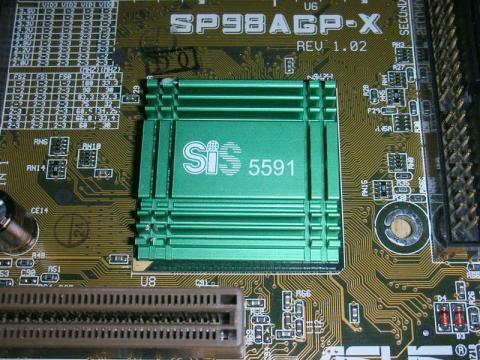定番のSiSの青い放熱板