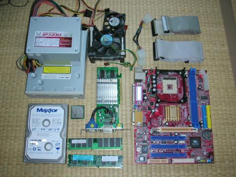Pentium4マシンのパーツ達。