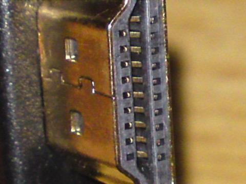 端子部分は24K金メッキプラグ採用