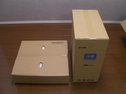 中にはPCケースの箱と、『添付品在中』と書かれた箱の計二つ