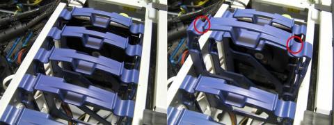 3.5インチ内蔵ドライブベイはプラスチック製のカートリッジ式。内側に摘まむ事で引き出せる。
