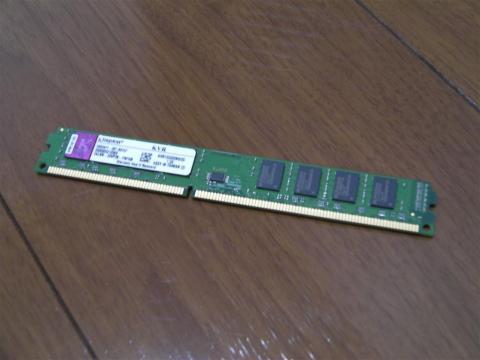 メモリはKingston製のDDR3-1333 2GBが2枚。LowProfileです。