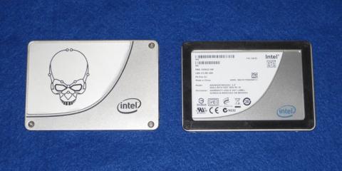左:Intel SSD 730 480GB、右:Intel SSD X25-M 160GB