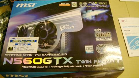 (MSI GeForce GTX 560 1GB)の外箱