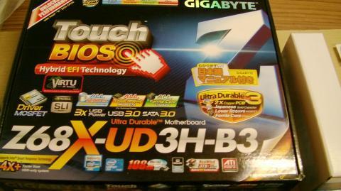 マザー(Gigabyte GA-Z68A-UD3)の外箱